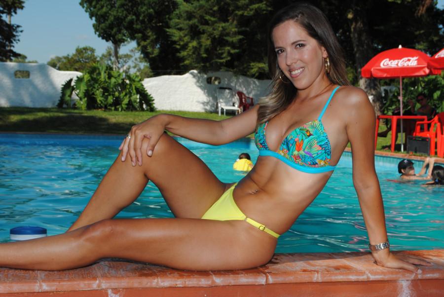 Laura Es La Chica Sexy De Sol Arena Y Algo Más Y Sigue